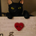 ポケットに黒猫。5月の散歩。