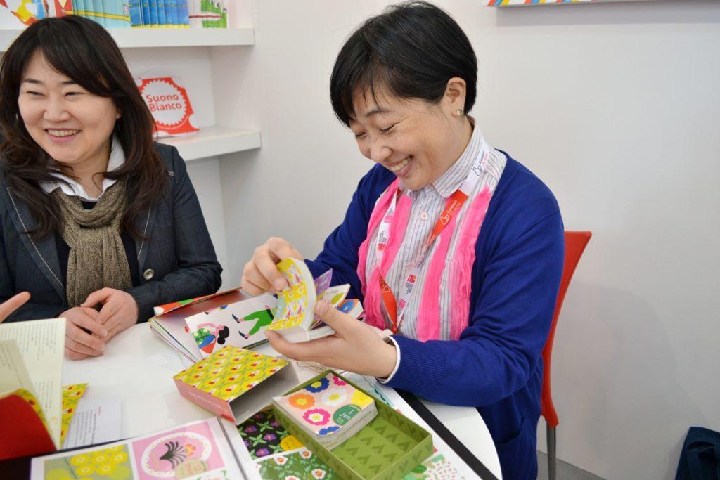オオノ・マユミさんの売りこみに同行。彼女が手にする印象づけばっちりのアイテムとは? 効果的なアイデアに本編で迫る!