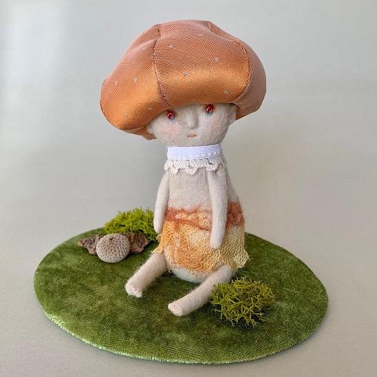 きのこのお人形「ルームちゃん」
