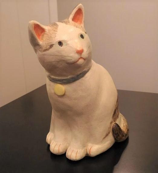 陶器の猫の置物