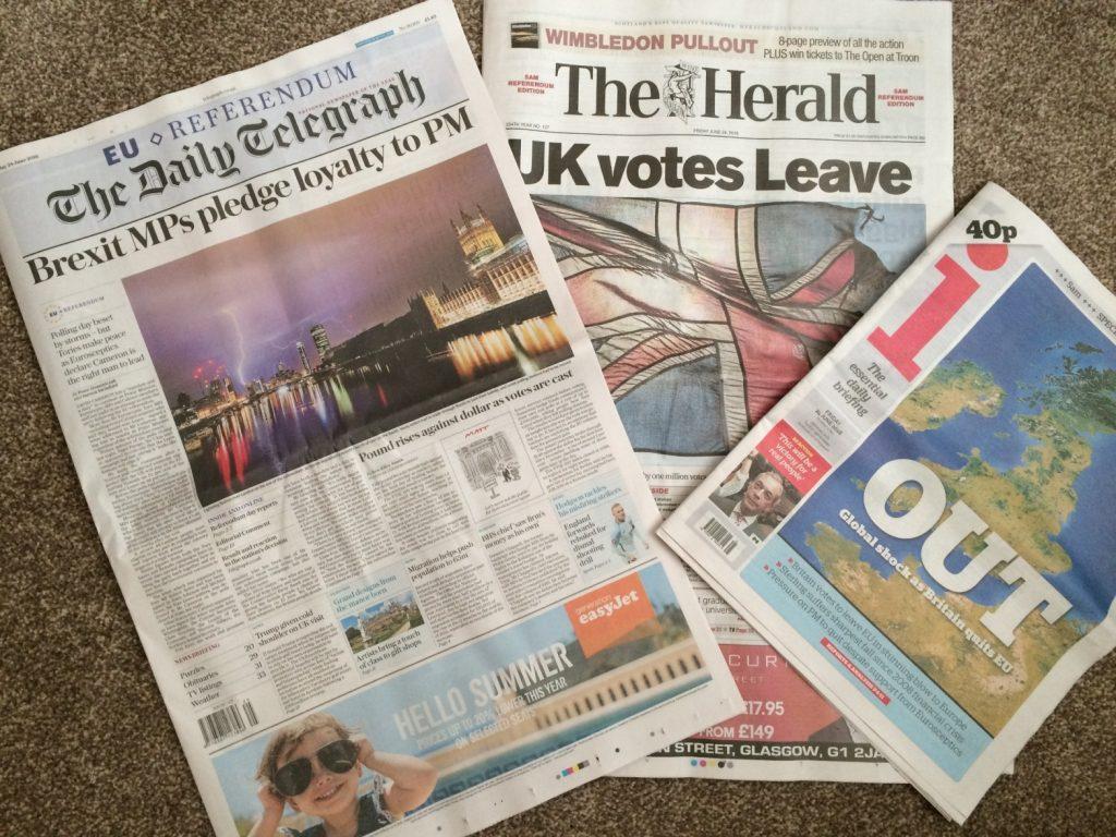 英国EU離脱を報じる新聞
